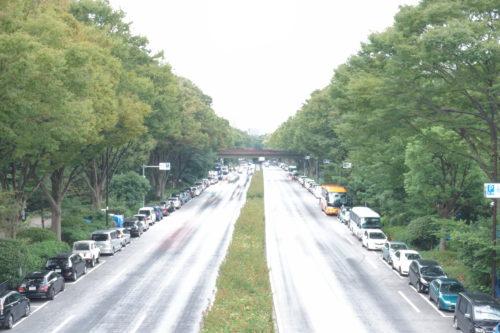 道路を走る車両を撮影